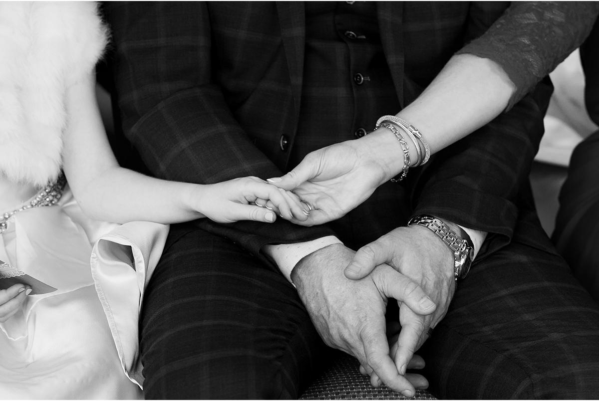 hold my hand mammy