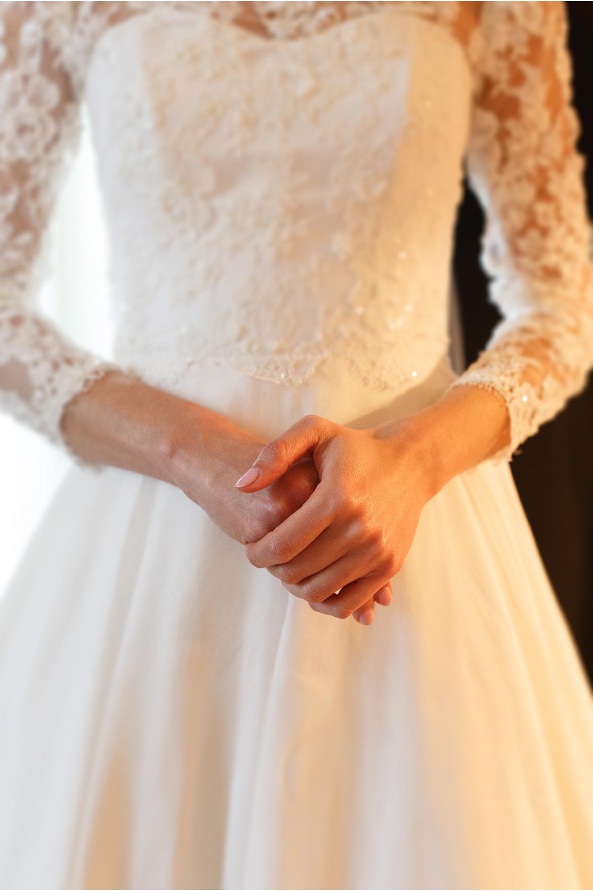 Bride holds her hands together