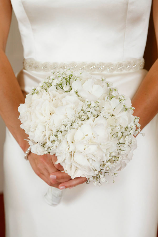 brides white bouquet